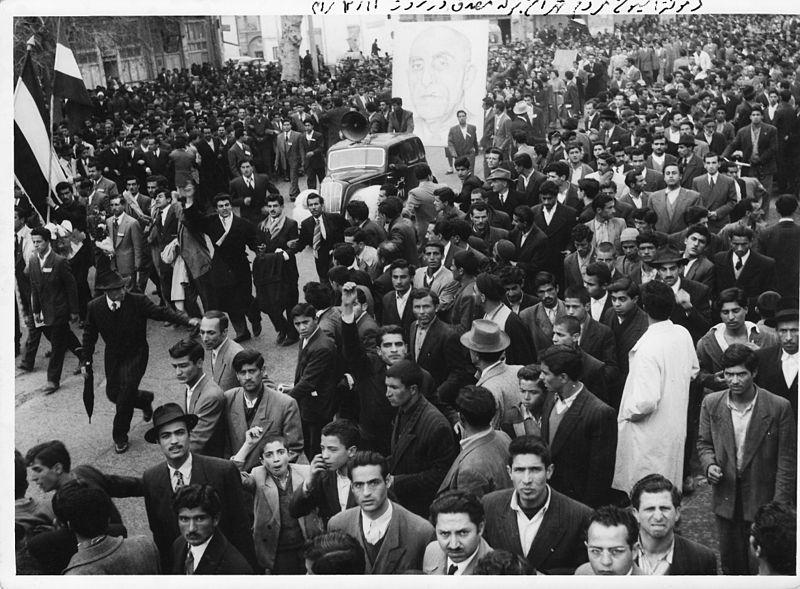 Pro-mosadeq-1952 wikimedia commons