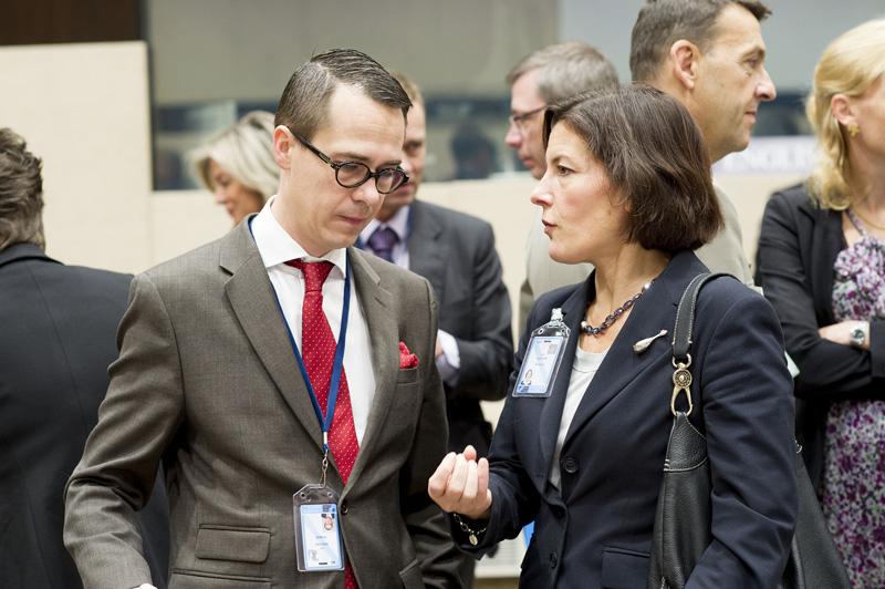 Carl Haglund och Karin Enström. Foto: Nato.